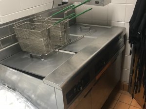 Fry Master Commercial Fryer Can fry up to 4 baskets at a time Warmer attached Barely used
